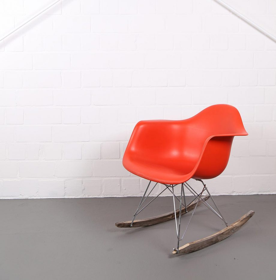 Eames chair vitra 301 moved permanently buy the vitra for Chaise eames rar vitra