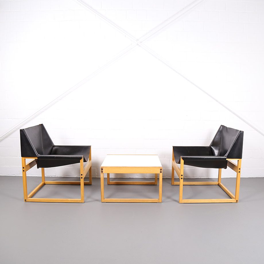 Architect_Armchairs_Sidetable_Architekt_Schell_Goettingen_Graphical_Leather_Easy_Chairs_60er_1