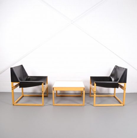 Pair of Architect Easy Chairs Schell and a Coffee Table