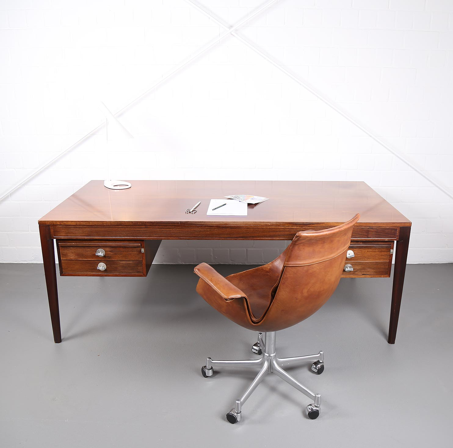 Executive desk diplomat by finn juhl for france & søn – dekaden