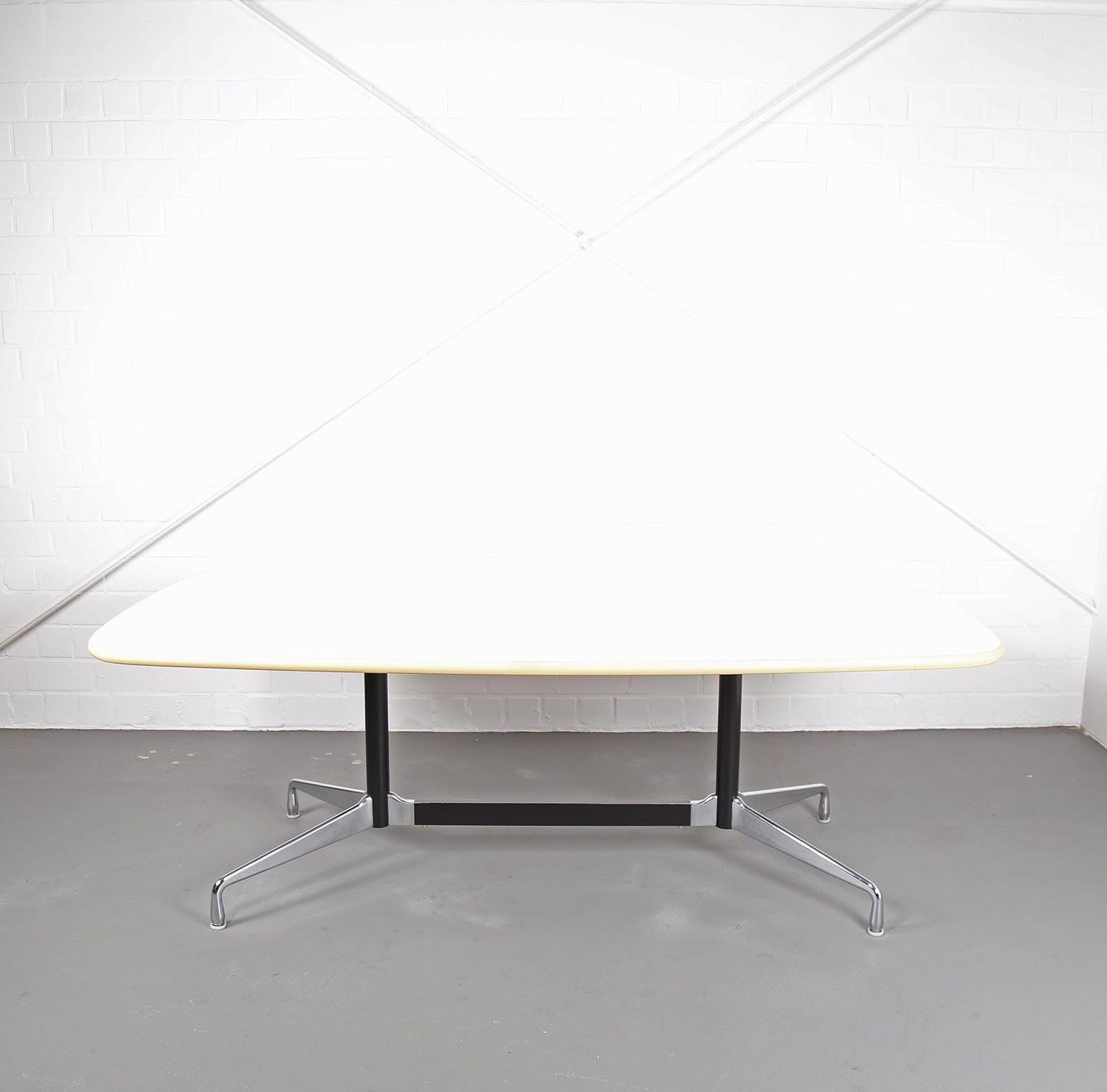 Segmented Table Konferenztisch Esstisch Ray amp Charles  : CharlesEamesConferenceTableSegmentedHermanMillerVitraKonferenztischVintagegebraucht01 from www.dekaden.com size 1521 x 1500 jpeg 75kB