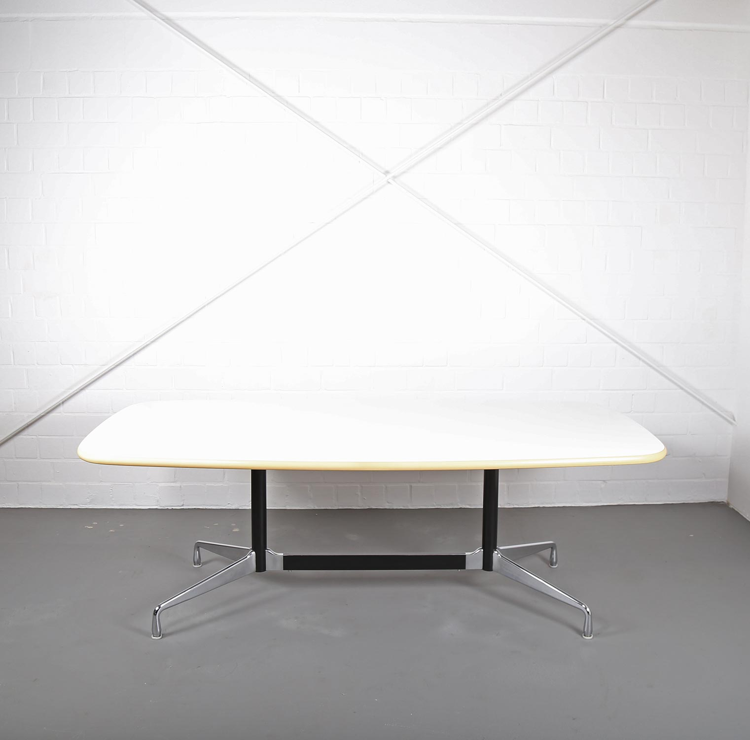 segmented table konferenztisch esstisch ray charles eames for herman miller vitra dekaden. Black Bedroom Furniture Sets. Home Design Ideas