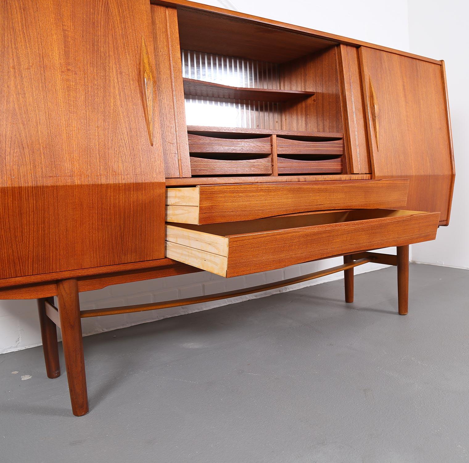 geometric danish design teak sideboard credenza dekaden. Black Bedroom Furniture Sets. Home Design Ideas