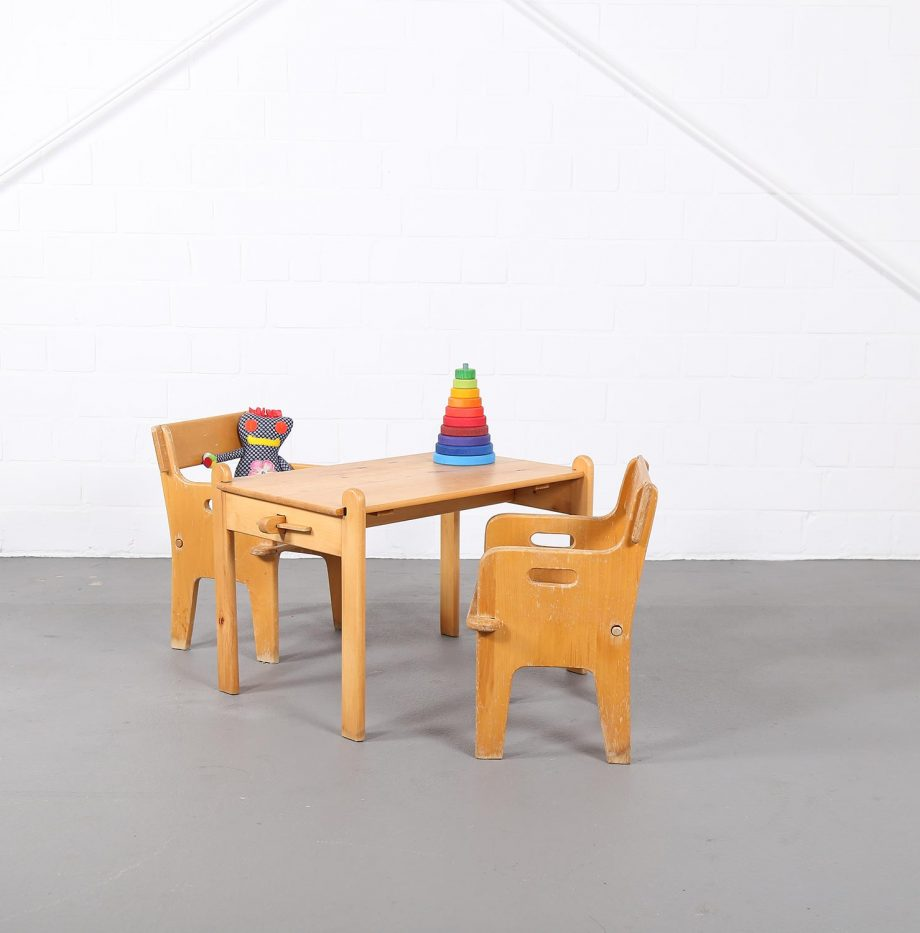 hans_j_wegner_perts_chair_peters_table_danish_design_borge_mogensen_kids_kinderstuhl_designklassiker_05
