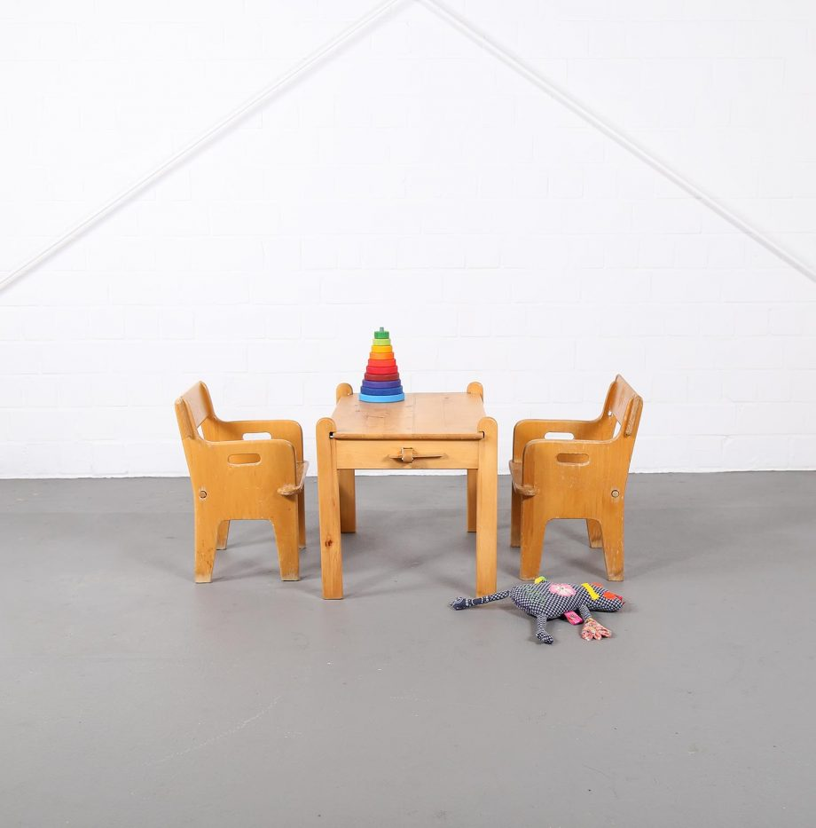 hans_j_wegner_perts_chair_peters_table_danish_design_borge_mogensen_kids_kinderstuhl_designklassiker_09