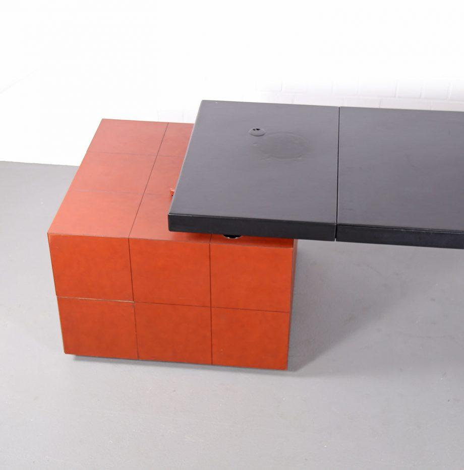 lella_massimo_vignelli_leder-schreibtisch_leather_office_desk_ceo_poltrona_frau_italy_26