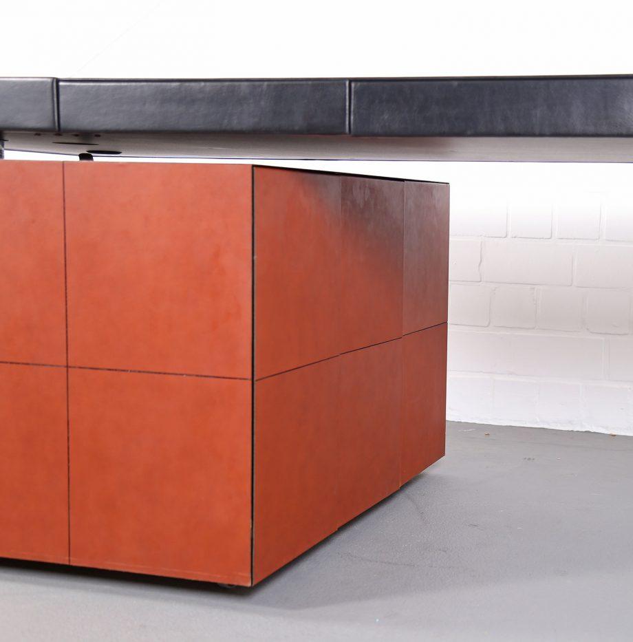 lella_massimo_vignelli_leder-schreibtisch_leather_office_desk_ceo_poltrona_frau_italy_28