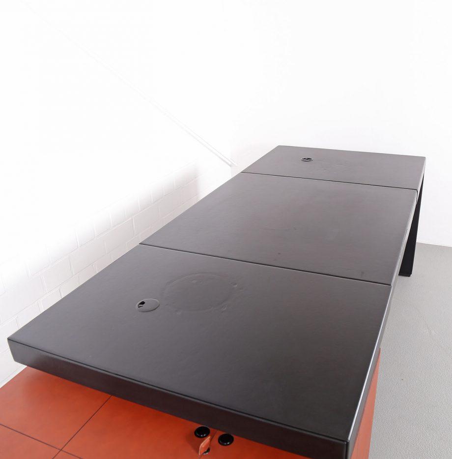 lella_massimo_vignelli_leder-schreibtisch_leather_office_desk_ceo_poltrona_frau_italy_41