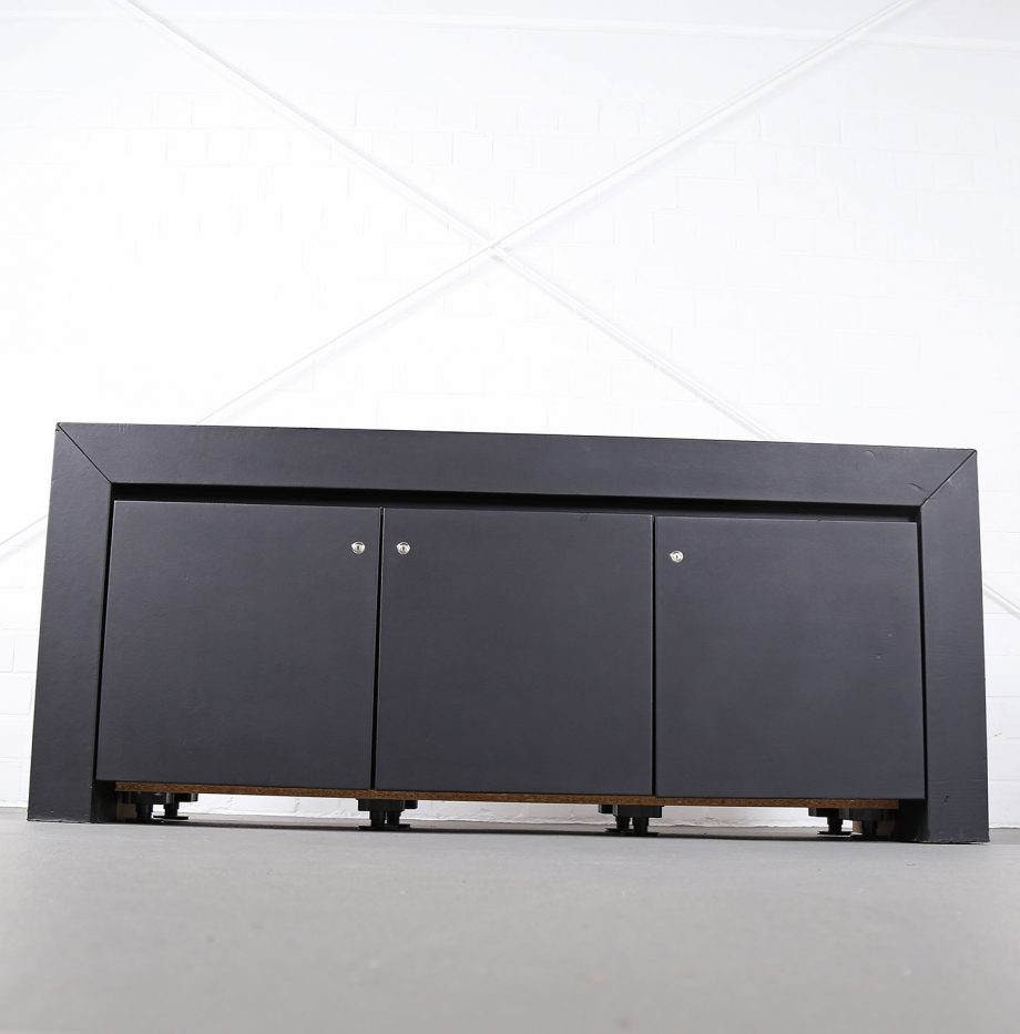lella_massimo_vignelli_schwarzes_leder-sideboard_leather_credenza_ceo_poltrona_frau_italy_03