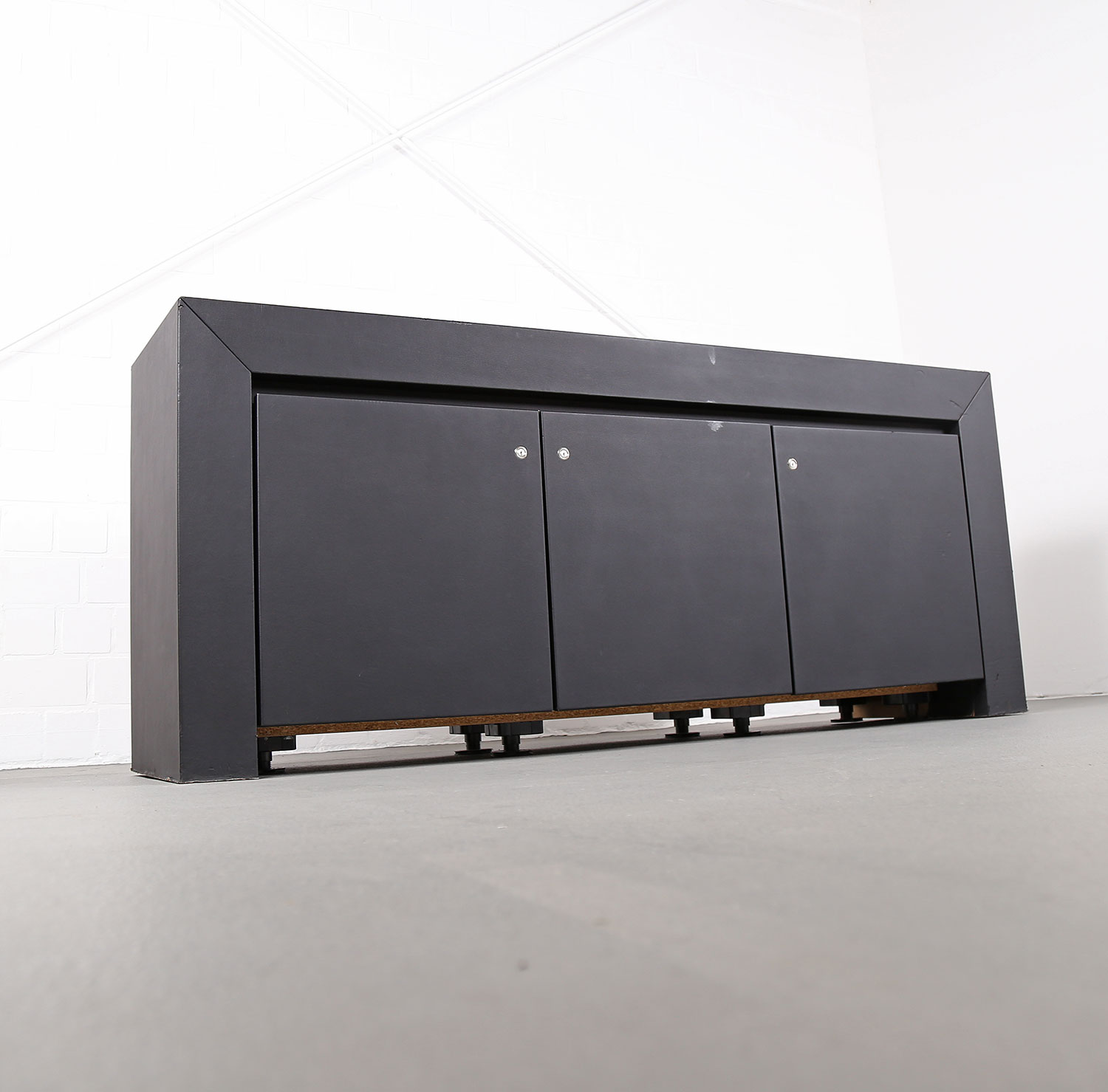 leder sideboard leather credenza black c e o cube lella massimo vignelli for poltrona frau. Black Bedroom Furniture Sets. Home Design Ideas