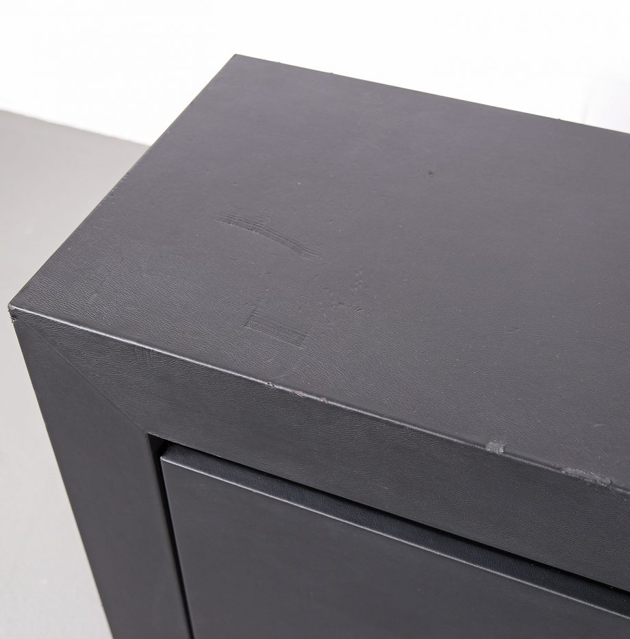 lella_massimo_vignelli_schwarzes_leder-sideboard_leather_credenza_ceo_poltrona_frau_italy_15