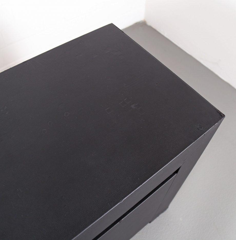 lella_massimo_vignelli_schwarzes_leder-sideboard_leather_credenza_ceo_poltrona_frau_italy_18