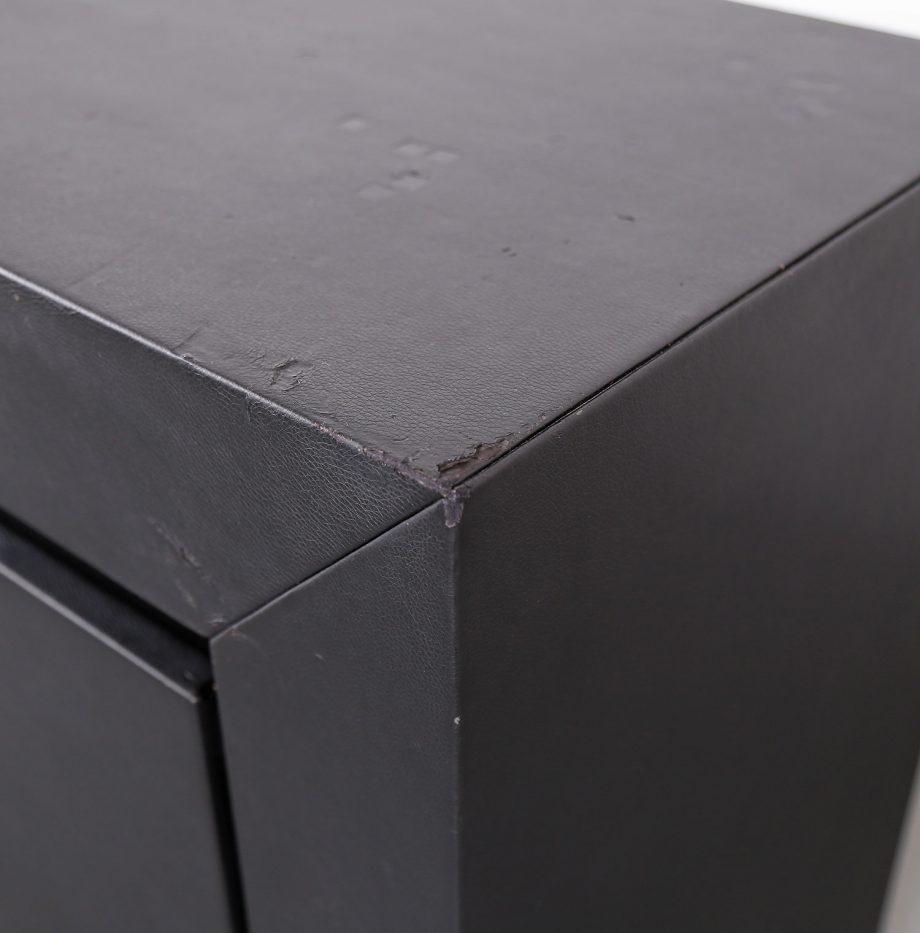 lella_massimo_vignelli_schwarzes_leder-sideboard_leather_credenza_ceo_poltrona_frau_italy_20