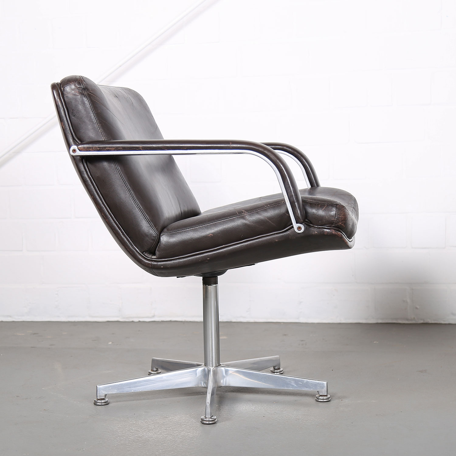 F378 polstersessel ledersessel chair geoffrey harcourt for Designer chairs from the 60s