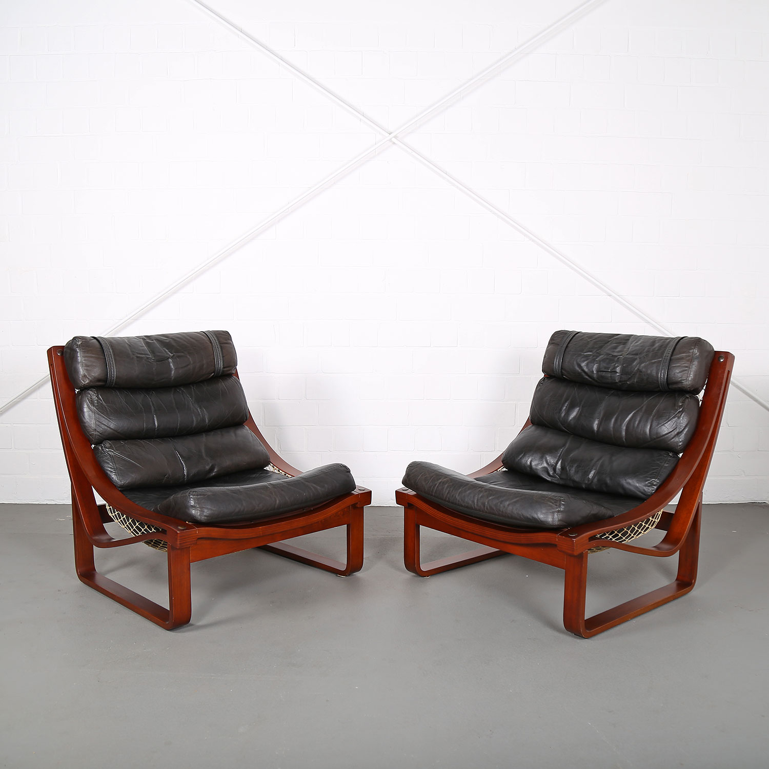 Set Of 2 Leather Lounge Chairs T4 By Fred Lowen For Tessa Australia