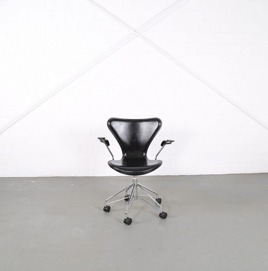Arne_Jacobsen_Fritz_Hansen_Serie_7_Office_Chair_Buerostuhl_1994_Holz_Leder_Designklassiker_gebraucht_01