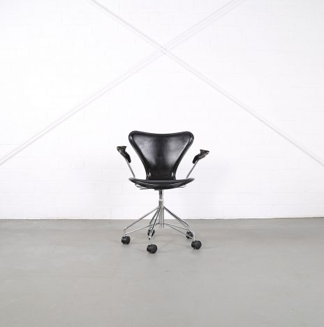 Arne Jacobsen for Fritz Hansen Series 7 Office Chair wood/leather
