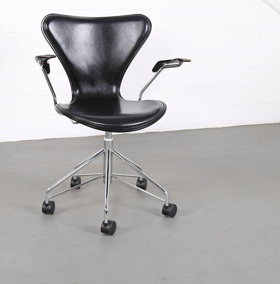 Arne_Jacobsen_Fritz_Hansen_Serie_7_Office_Chair_Buerostuhl_1994_Holz_Leder_Designklassiker_gebraucht_05