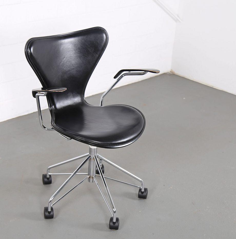 Arne_Jacobsen_Fritz_Hansen_Serie_7_Office_Chair_Buerostuhl_1994_Holz_Leder_Designklassiker_gebraucht_07