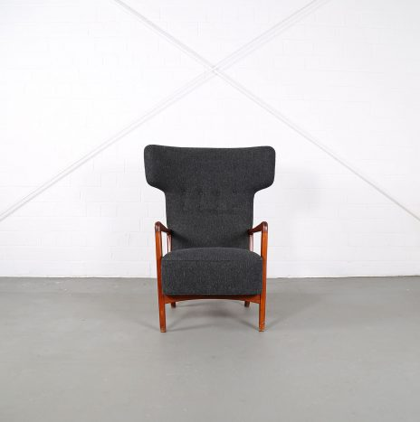 Unique Søren Hansen for Fritz Hansen Hammerhead Wingbackchair