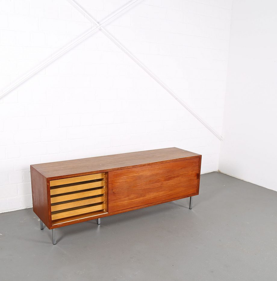 Helmut_Magg_Deutsche_Werkstätten_Sideboard_Ledergriffe_Wandhaengend_Floating_Wandsideboard_Teak_50_60er_Design_klein_04