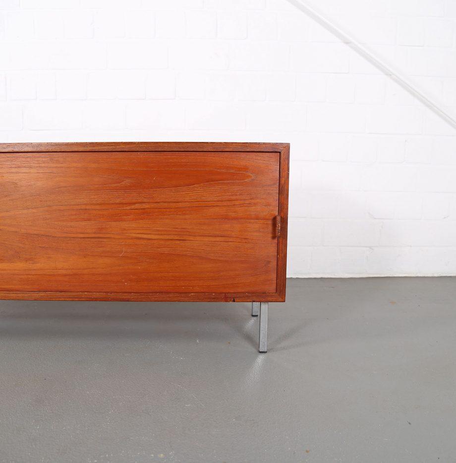 Helmut_Magg_Deutsche_Werkstätten_Sideboard_Ledergriffe_Wandhaengend_Floating_Wandsideboard_Teak_50_60er_Design_klein_08